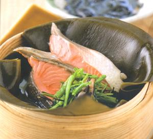 鮭の昆布蒸し 海苔酢添え